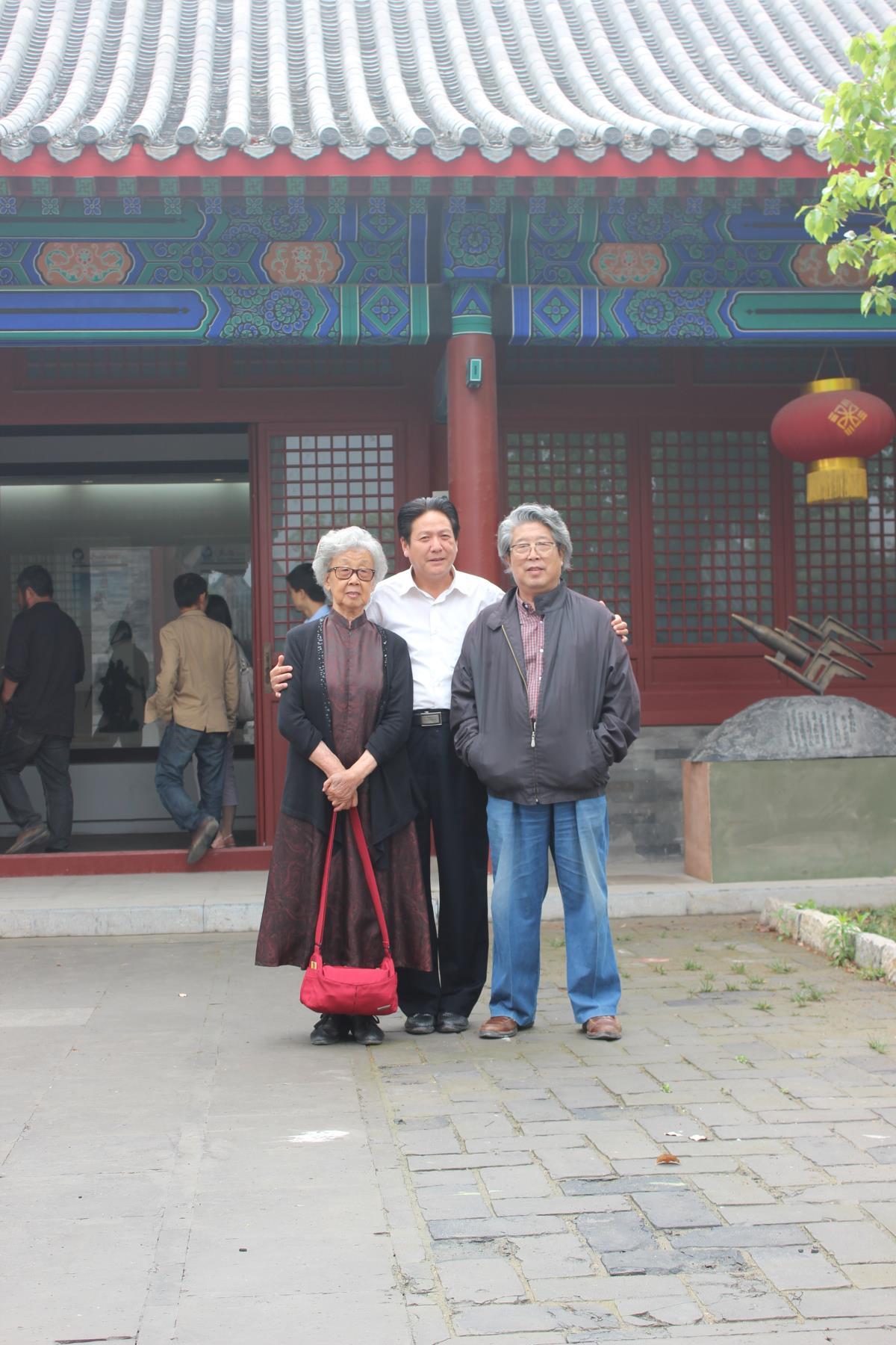 劉杰與中國著名雕塑家曹春生、趙瑞英合影